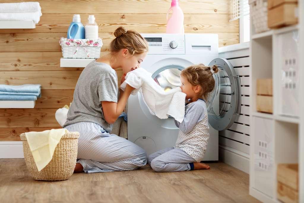 L'emballage « écolabel » vous permet de vous assurer la lessive est en accord avec les normes en vigueur. © JenkoAtaman, Adobe Stock