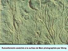 Les traces laissées par l'eau sur la Planète rouge. © DR