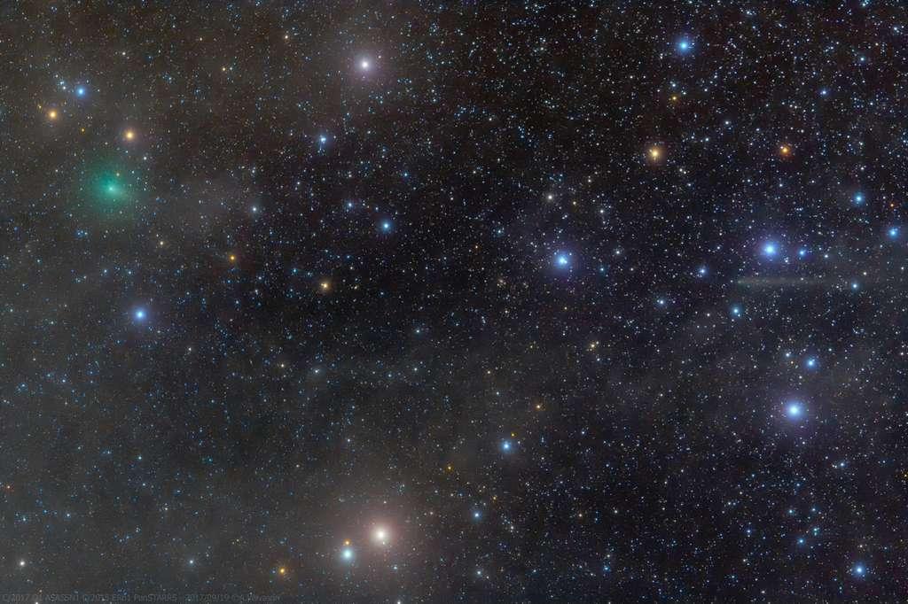 Deux comètes visibles dans le Taureau : à gauche, C/2017 O1 (ASASSN1), et à droite, beaucoup plus pâle, C/2015 ER61. Image prise le 19 septembre. © Adriano Valvasori