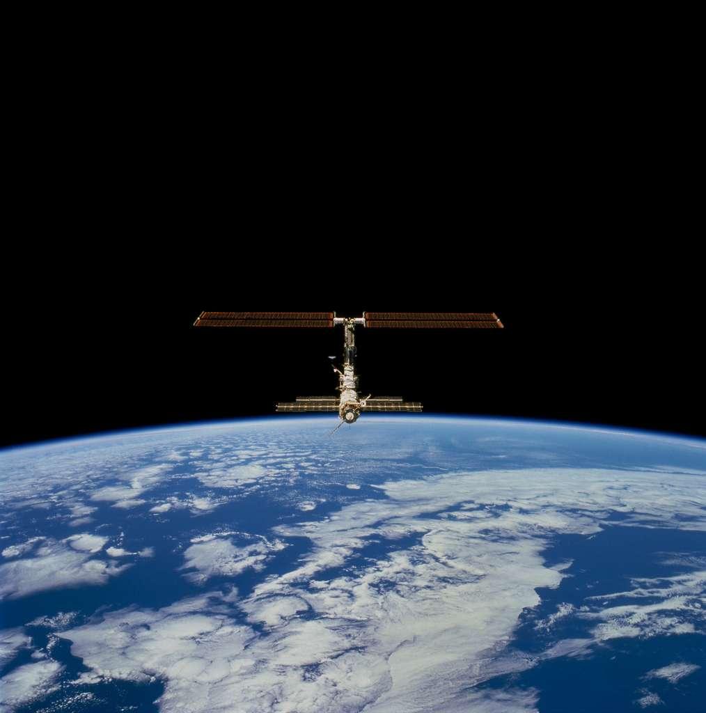 Décembre 2000 : Premier jeu de panneaux solaires pour l'ISS