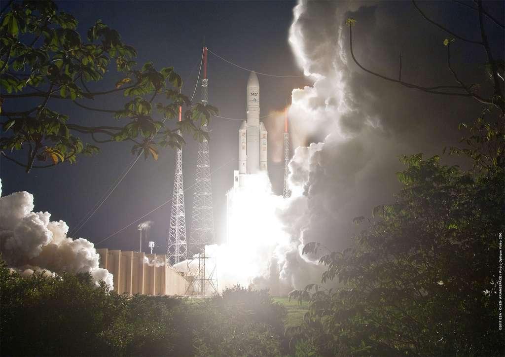 Une Ariane 5 au décollage depuis son pas de tir du Centre spatial guyanais (V204, septembre 2011). En août dernier, Ariane 5 a effectué son 57e lancer d'affilée sans échec. © Esa, Cnes, Arianespace, Photo Optique, CSG