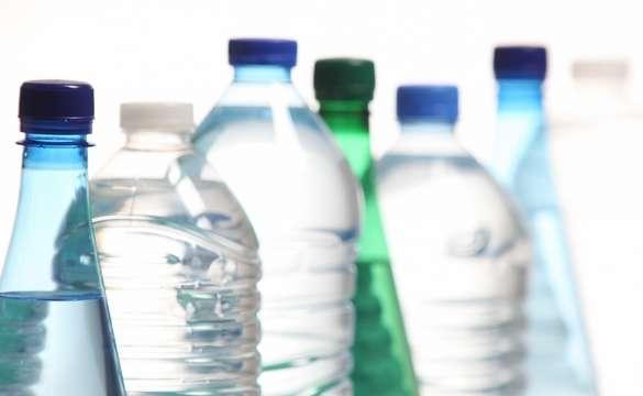 Un litre et demi de boisson par jour est un minimum. En cas de fortes chaleurs ou d'activité physique, il faut boire davantage, avant de ressentir une soif intense. © Phovoir