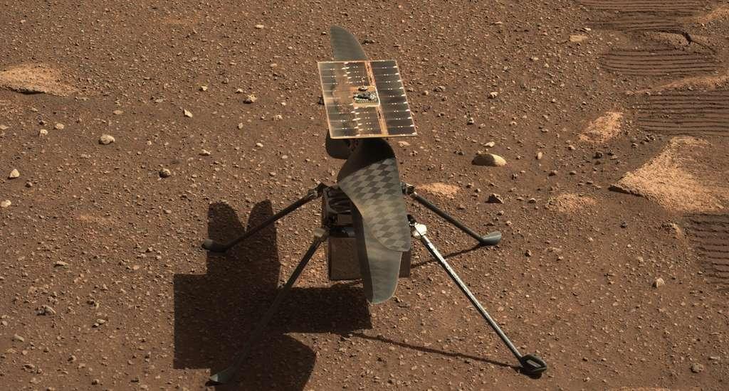 Le terrain duquel Ingenuity a décollé de Mars ce lundi 19 avril 2021 portera désormais le nom des frères Wright, en hommage aux pionniers de l'aviation. Ici, un gros plan sur Ingenuity. Image prise par la Mastcam-Z de Perseverance le 5 avril 2021, Sol 45. © Nasa, JPL-Caltech, ASU