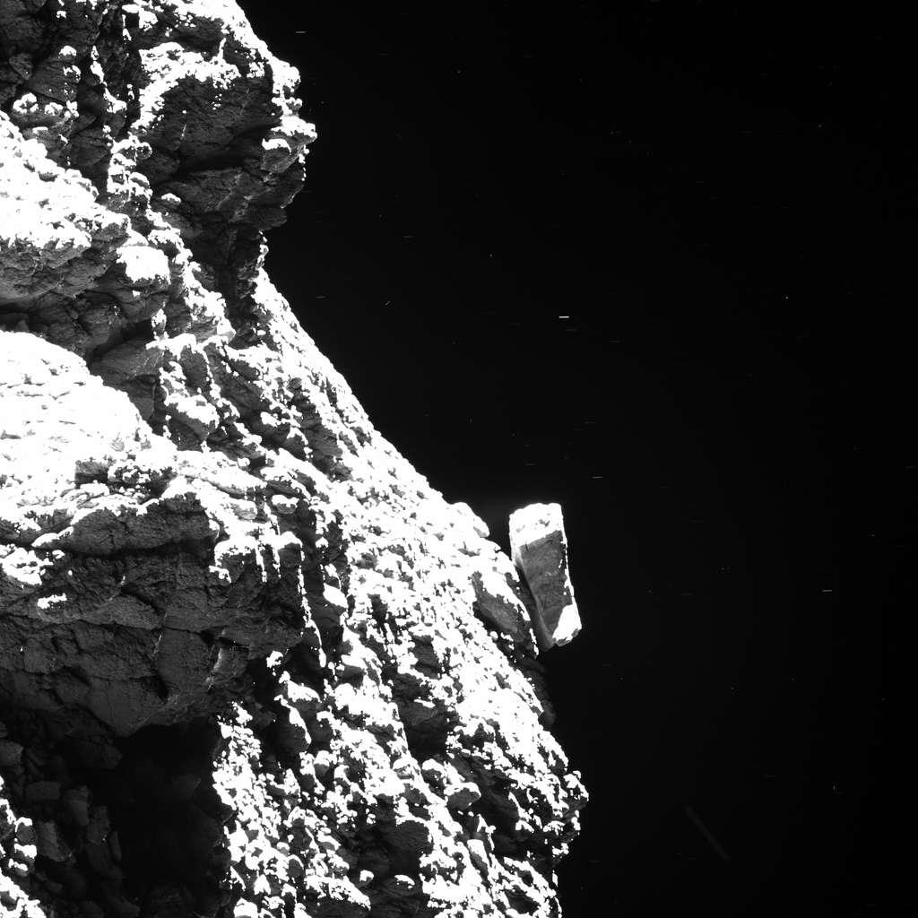 Saurez-vous retrouver Philae sur cette image prise par Rosetta un mois avant la fin de sa mission ? Réponse ici. © ESA, Rosetta, MPS for OSIRIS Team MPS, UPD, LAM, IAA, SSO, INTA, UPM, DASP, IDA (CC by-sa 4.0)