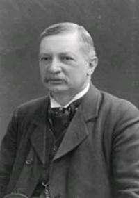Johannes Rydberg (1854-1919) était à l'origine un mathématicien suédois converti à la physique mathématique. Il découvrit en 1890 la célèbre formule portant son nom et qui sera précieuse à Niels Bohr pour sa découverte de son modèle atomique. Crédit : AIP Emilio Segre Visual Archives, W. F. Meggers Collection