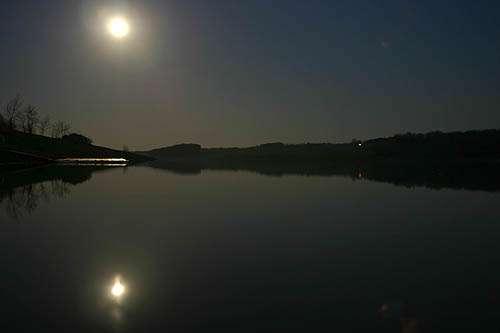 Le temps de passage de la Lune autour de la Terre a été la base du calcul du mois synodique. © Pierre Mestre, CC BY-NC-ND 2.0