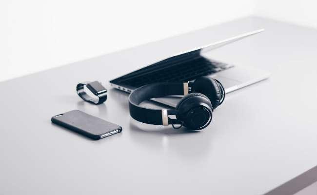 PC portable, smartphone, casque audio Bluetooth ou montre connectée, la Black Week est le meilleur moment pour acheter des produits high-tech. © Unsplash