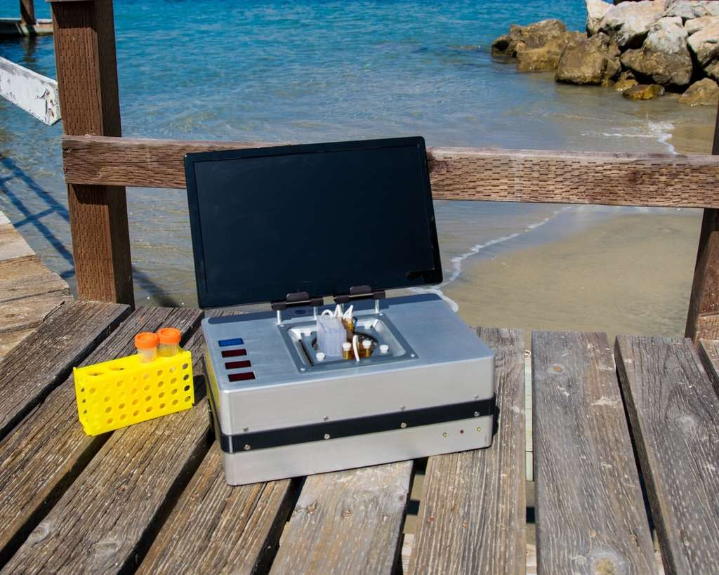 L'analyseur par électrophorèse sur micropuce (ME) pèse à peine 7 kg. © Analytical Chemistry 2020