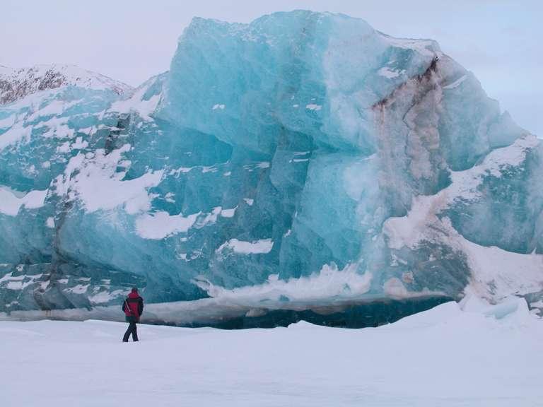 """Petit iceberg composé de """"glace bleue"""""""