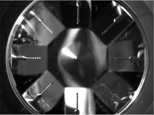 Un foret observé avec la nouvelle lentille : on devine plusieurs images. © Ohio State University