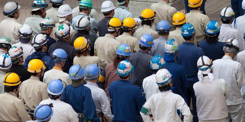 Le capteur cérébral est caché dans les casques et casquettes que portent les salariés des usines et les fonctionnaires chinois. © Eyetronic, Fotolia