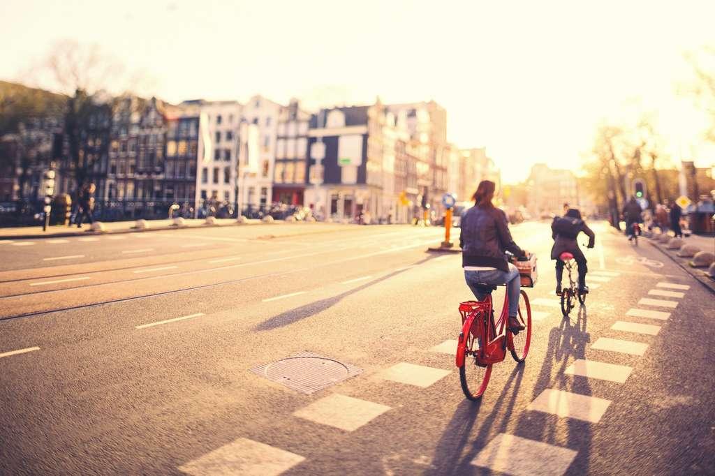 Certaines villes ont des infrastructures plus adaptées que d'autres à l'utilisation du vélo. © offfstock, Fotolia