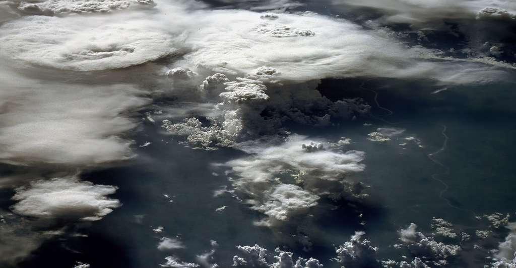 Voir la Terre depuis l'espace : un vieux rêve de l'humanité... bientôt accessible avec le vol spatial ? © Nasa