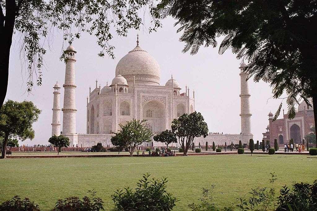 Le Taj Mahal est considéré comme un chef-d'œuvre de l'architecture musulmane en Inde, et attire trois millions de visiteurs chaque année. © Airunp, cc by sa 2.5