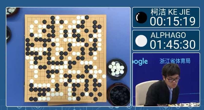 Le champion de go chinois Ke Jie n'a pas démérité face à l'IA AlphaGo qui s'est imposée de peu. © DeepMind