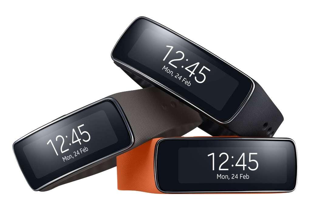 Le bracelet Gear Fit de Samsung est l'un des nombreux objets connectés qui ont été présentés lors du Mobile World Congress. Il sera disponible en avril. © Samsung