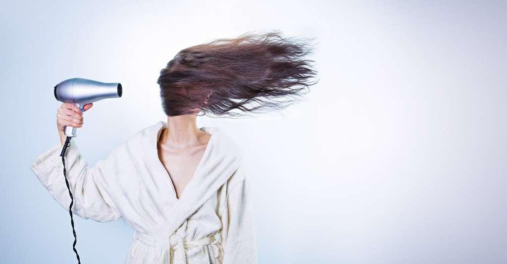 Le sèche-cheveux transmet de la chaleur par convection. © RyanMcGuire, Pixabay, CC0 Creative Commons