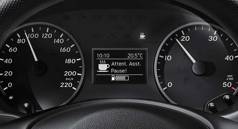Le système « Attention Assist » s'appuie sur une série de paramètres pour détecter les signes de fatigue et alerter le conducteur. © Mercedes Benz