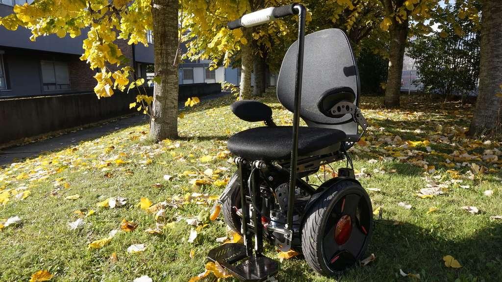 Un gyropode qui permet de s'asseoir : une solution pour résoudre bien des problèmes d'accessibilité. © Gyrolift