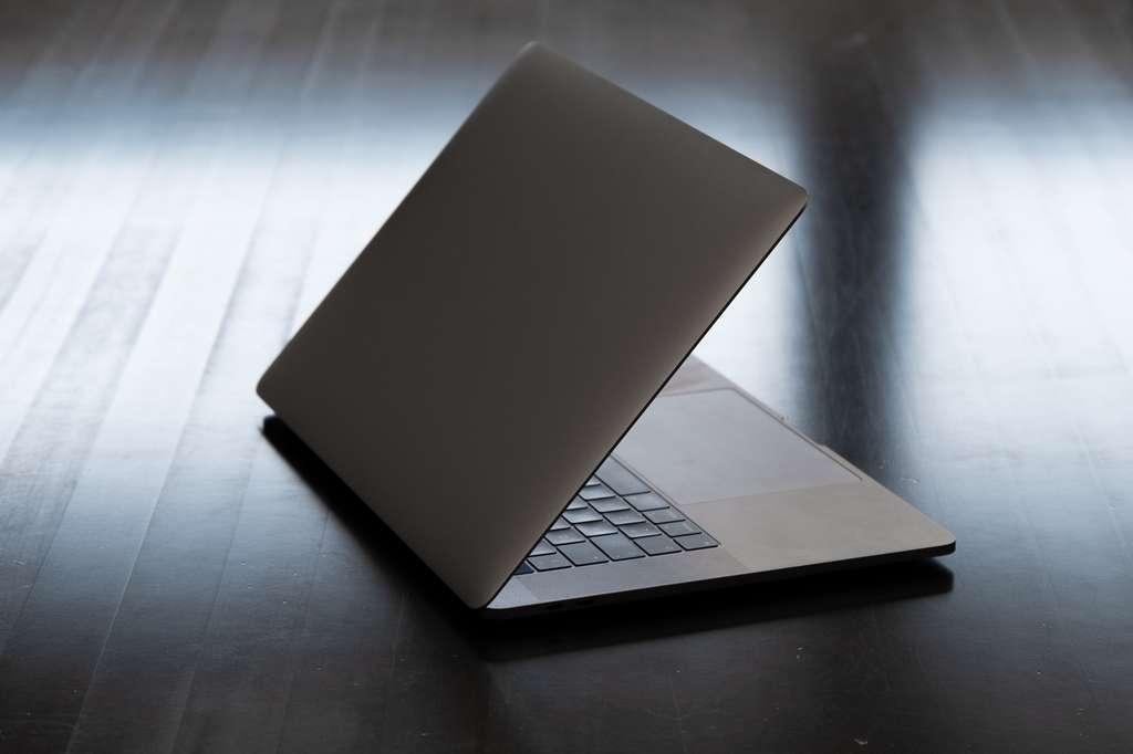 En mode veille, un ordinateur consomme environ un tiers de l'électricité par rapport au mode actif. © Roope, Fotolia