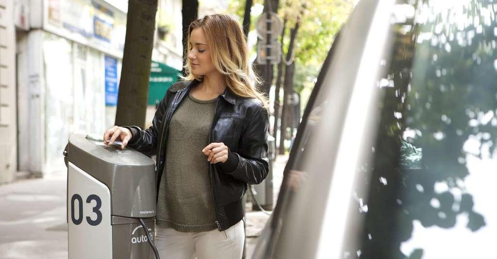 L'économie circulaire envisage aussi de nouvelles logiques, de nouvelles formes de consommation comme le passage de la possession au simple usage. C'est l'idée même de l'autopartage. © RFBSIP, Fotolia