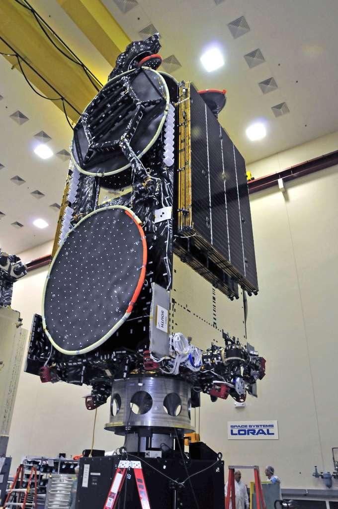 Ce satellite SES-4 est le plus grand et le plus puissant jamais construit pour l'opérateur SES. On le voit ici chez son constructeur américain. © Space Systems/Loral