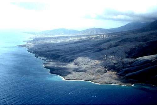 Volcan de Montserrat : arrivée de la coulée dans la mer. © Jacques Sintès Reproduction et utilisations interdites