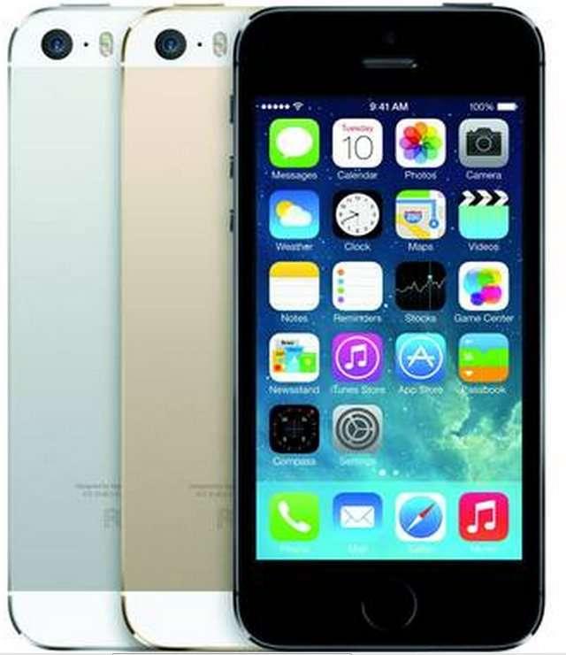 L'iPhone 5S conserve le design de l'iPhone 5, mais adopte deux nouvelles couleurs, or et gris sidéral. © Apple