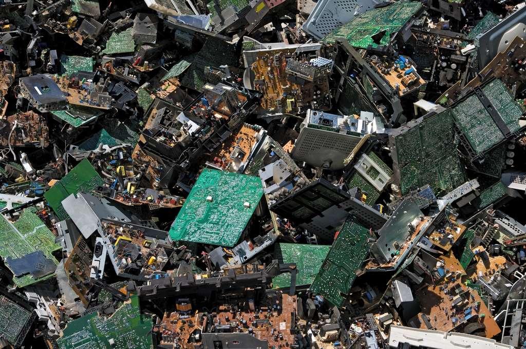 Si le Japon est pauvre en ressources minières, le pays dispose de réserves d'or, d'argent et de bronze cachées dans ses déchets électroniques. © Huguette Roe, Shutterstock