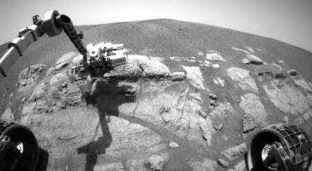 Opportunity au travail sur la Planète rouge. Crédit Nasa