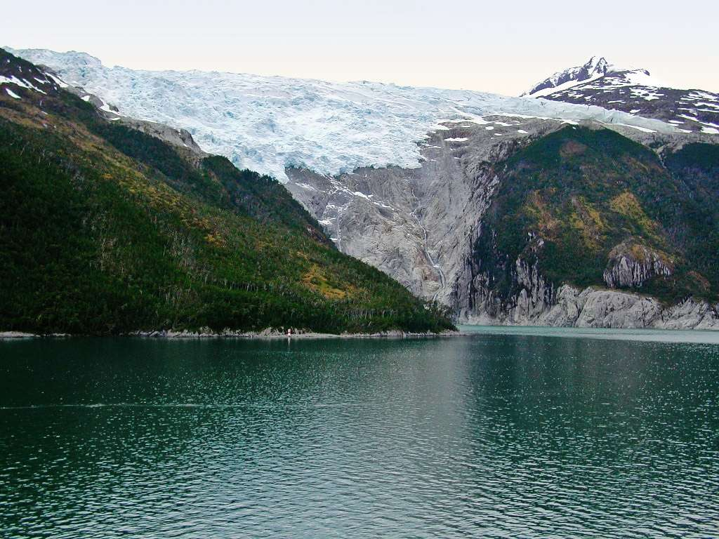 Le glacier Romanche donnant sur le canal Beagle © Senior Maloney - Licence GNU Free Documentation License, Version 1.2