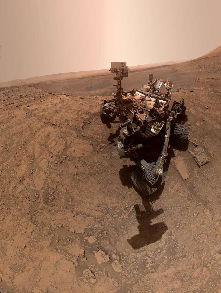 Pour en avoir plein les yeux, téléchargez ce nouveau selfie de Curiosity en haute résolution réalisé lors de son 2.553e jour martien. © Nasa, JPL-Caltech, MSSS