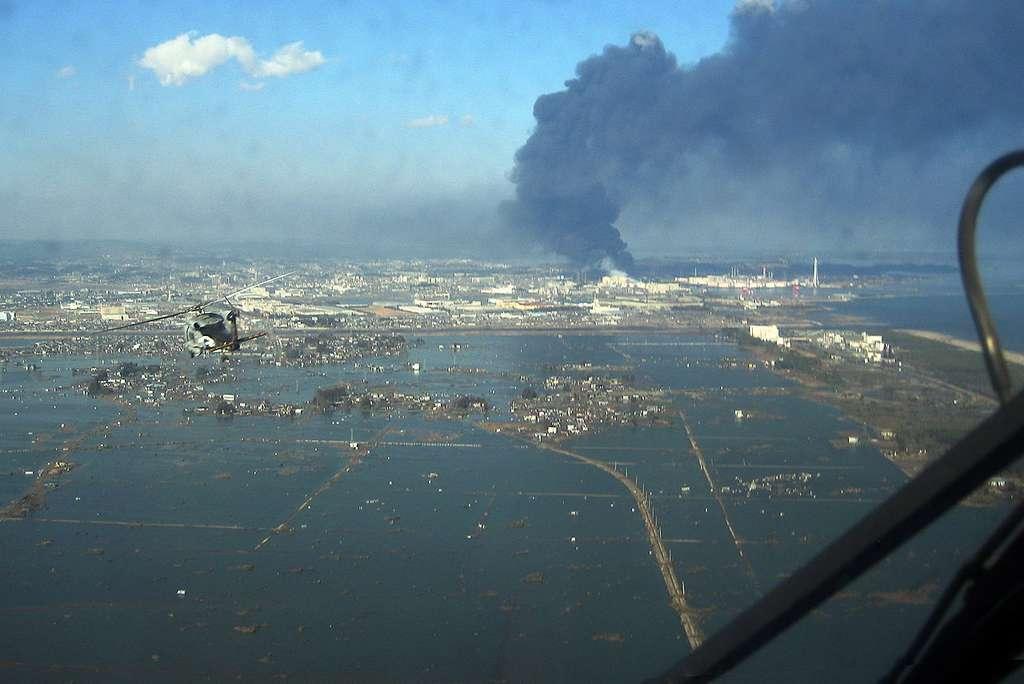 Inondations causées par le tsunami dévastateur de 2011 au Japon. © U.S. Navy photo, Domaine public, Wikimedia Commons