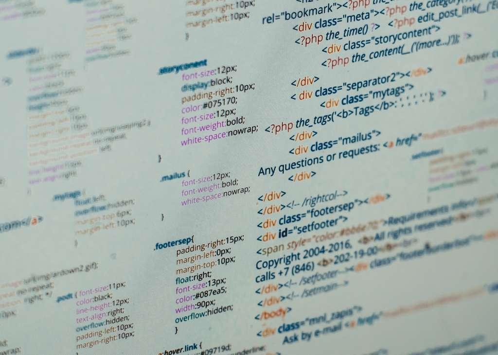 Le chargement d'une page Web ne se fait pas en une seule fois. Elle comporte en effet divers éléments interdépendants qui nécessitent autant d'échanges entre le navigateur Internet et le serveur qui héberge le site. © Iunewind, Shutterstock
