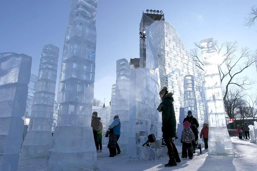 Le Palais de neige de « Bonhomme Carnaval », un décor fait de neige et de glace. © Wikimedia Commons, CC by-sa 4.0