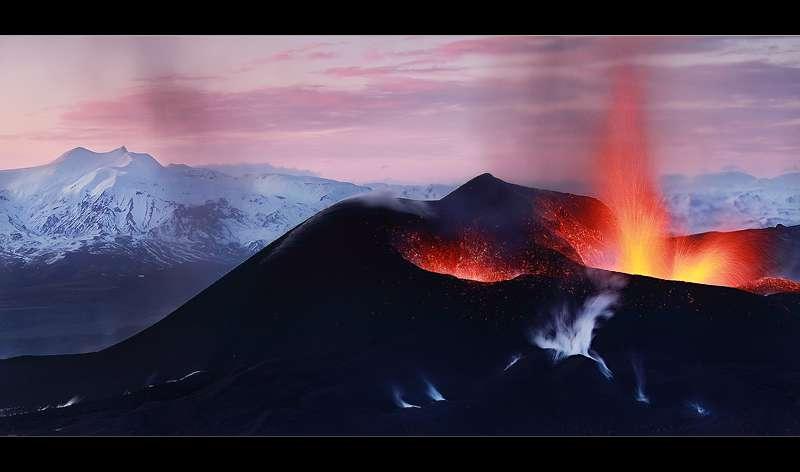 Eruption à Fimmvörðuháls non loin de l'Eyjafjallajökull 2