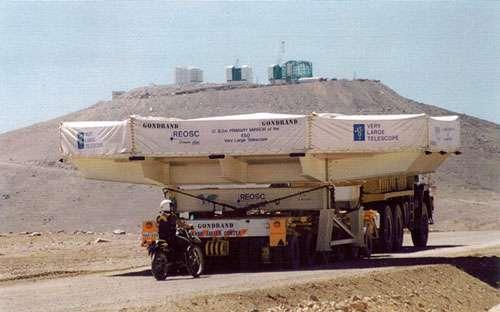 Un prouesse technologique au niveau des transport aussi. Ici, transport de miroirs Paranal. © Reproduction et utilisation interdites