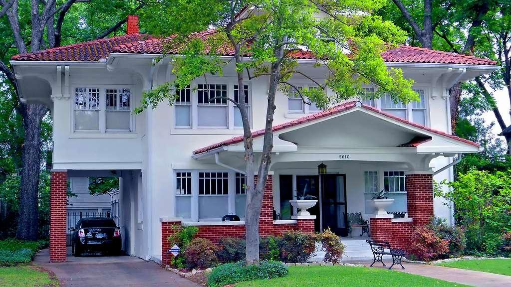 La villa au toit de tuiles à Dallas, au Texas