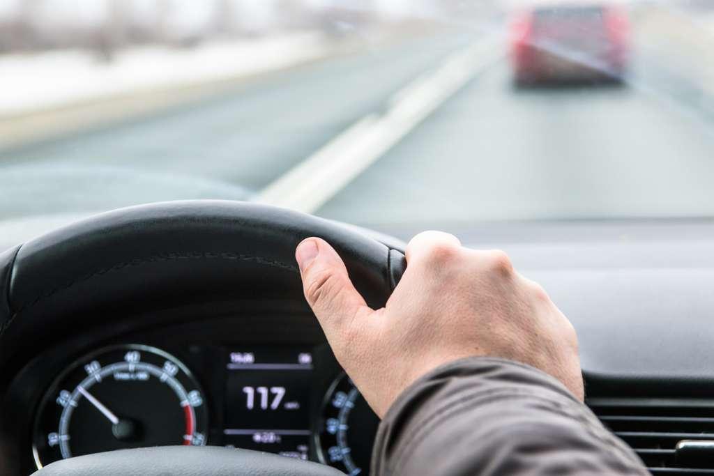 Pour un même véhicule et un même trajet, la variation des émissions de NOx peut varier du simple au triple selon la conduite de l'automobiliste. © VladFotoMag, Fotolia