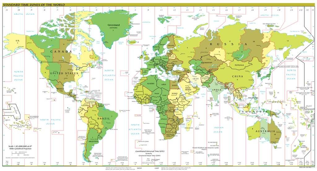 Fuseaux horaires usuels dans le monde. Des pays ont adopté un nombre non entier d'heures de différence avec l'heure GMT, comme le Népal. © DP