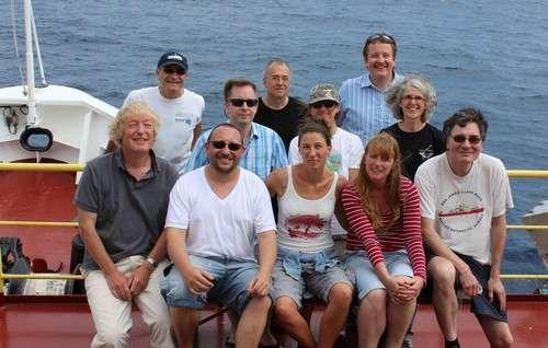 Les chercheurs européens de l'équipe scientifique prennent la pose sur le pont du JOIDES Resolution. Quatre chercheurs français participent à l'aventure. © IODP