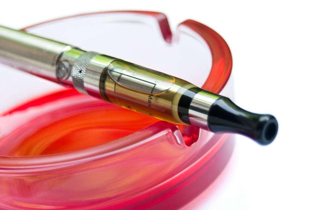 Le vapotage comme le tabac peut créer une addiction. © pixarno, Fotolia
