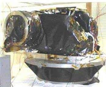 La Narrow Angle Camera (NAC) de la sonde Rosetta lors des tests d'environnement. Cette qualification spatiale est effectuée au LAM © OAMP