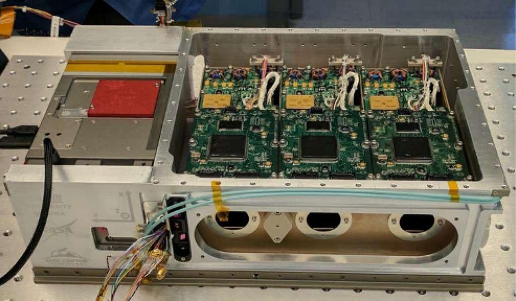 La Nasa encourage l'utilisation de satellites miniatures connus sous le nom de CubeSat. Ici, HaloSat, un CubeSat qui a étudié le halo galactique chaud. © Daniel LaRocca, Nasa