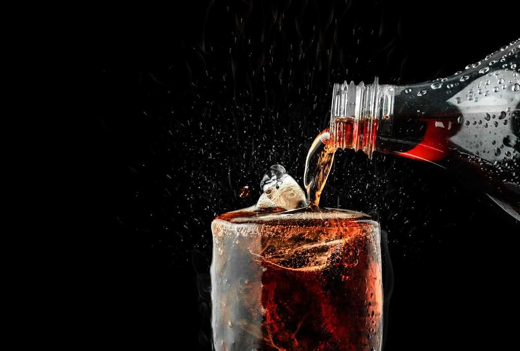 En plus d'augmenter le tour de taille, la forte consommation de boissons sucrées réduit l'espérance de vie. © Lunatictm, Fotolia