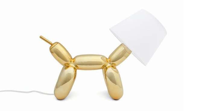Tirez-lui la queue, et ce chien vous fera de la lumière. Cette lampe décorative rappelle les chiens faits à partir de ballons de baudruche. © Sompex