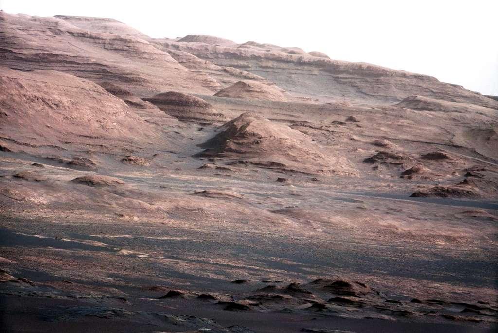 Zoom sur la base du mont Sharp