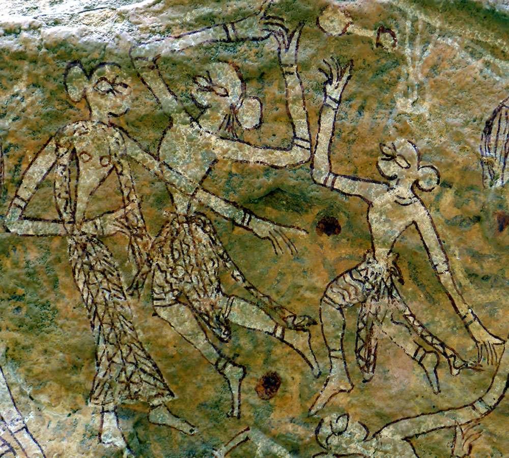 Détail d'une scène de danse dans un abri de Bori, région de Pachmarhi (État du Madhya Pradesh, en Inde). La femme, à gauche, est identifiable à sa longue jupe et aux petits cercles figurant les seins. © Jean Clottes, Meenakshi Dubey-Pathak
