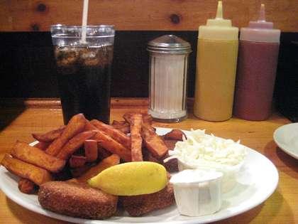 Une alimentation trop salée peut favoriser l'hypertension artérielle. © Wikimedia Commons, domaine public