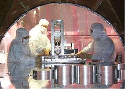 Ajustement des miroirs dans l'observatoire LIGO de Hanford